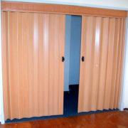 puerta-plegables-de-pvc-lisa-cortinashd-02