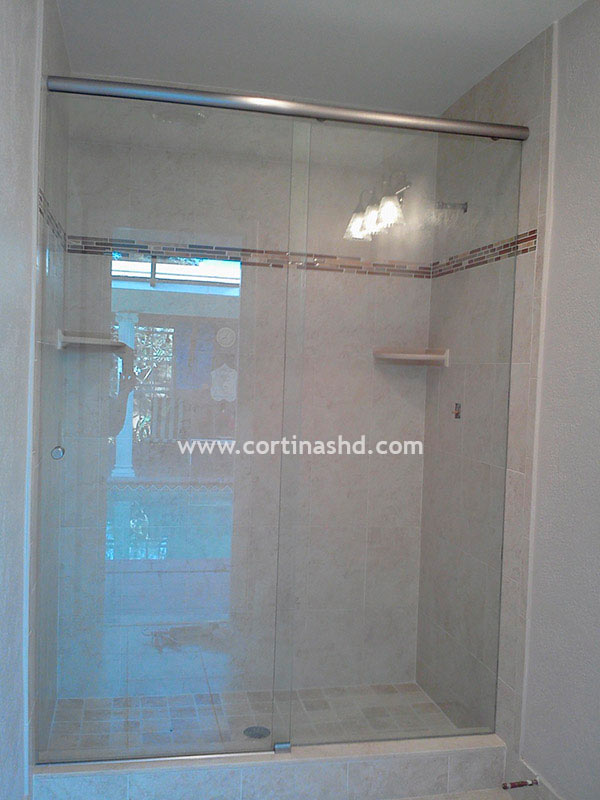 Duchas con puertas de vidrio perfect puertas para bao de for Puertas de cristal para duchas